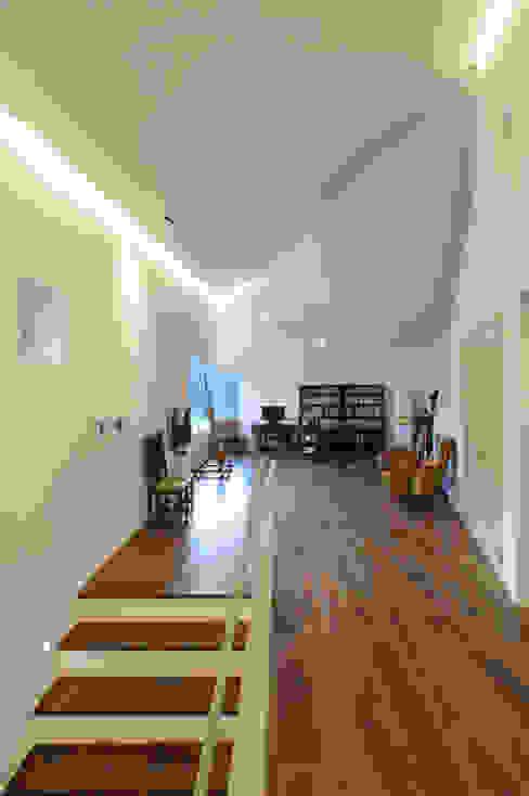 수능리 주택 (Suneungni house) 모던스타일 복도, 현관 & 계단 by 위빌 모던