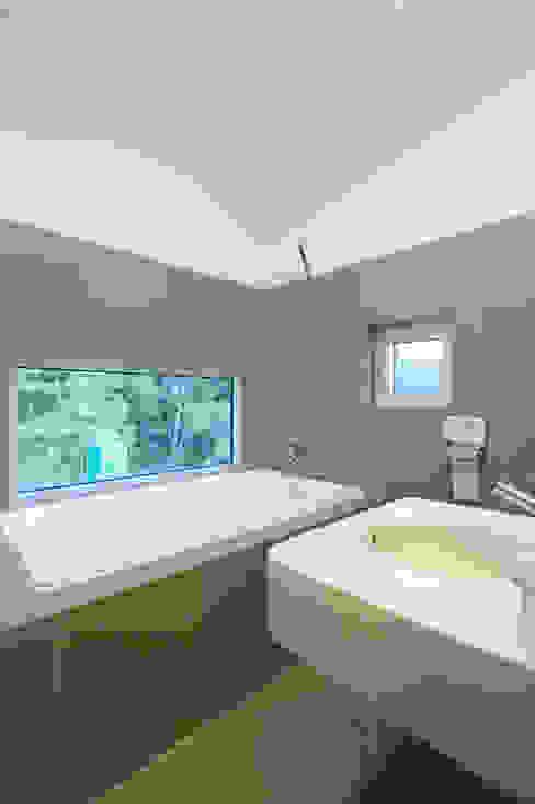 수능리 주택 (Suneungni house) 모던스타일 욕실 by 위빌 모던