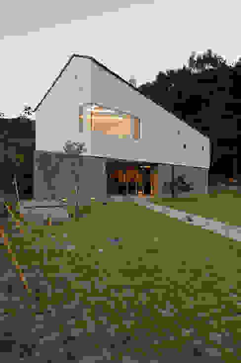 수능리 주택 (Suneungni house) 現代房屋設計點子、靈感 & 圖片 根據 위빌 現代風