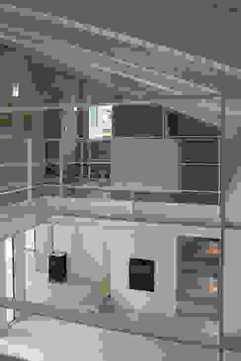Casa moderna in legno Ingresso, Corridoio & Scale in stile moderno di Marlegno Moderno Legno Effetto legno