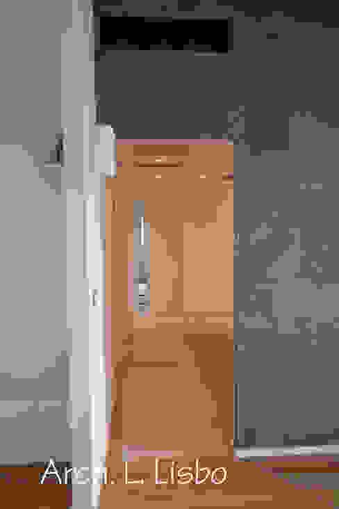 Modern corridor, hallway & stairs by ARCHITETTO LAURA LISBO Modern