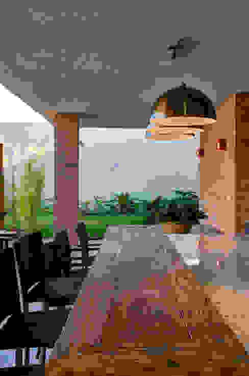 Varandas, marquises e terraços modernos por BRAVIM ◘ RICCI ARQUITETURA Moderno