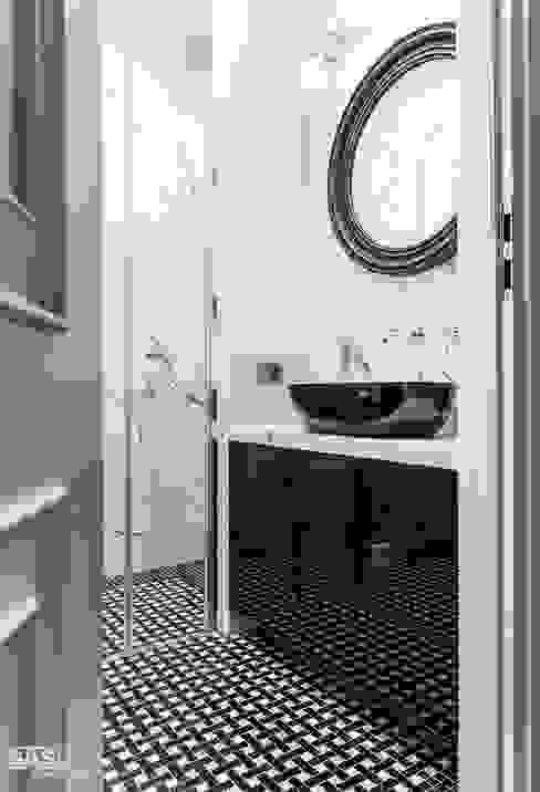 Mieszkanie w kamienicy: styl , w kategorii Łazienka zaprojektowany przez SAS,Eklektyczny