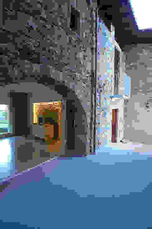 Vacanza d'atmosera sul lago Case in stile minimalista di Arch. Francesco Antoniazza - Il bello della casa ..................... di una volta Minimalista