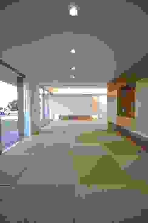 NKZT-house モダンデザインの 多目的室 の 門一級建築士事務所 モダン 木材・プラスチック複合ボード
