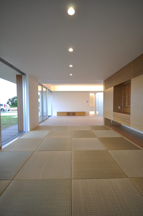 Sala multimediale moderna di 門一級建築士事務所 Moderno PVC