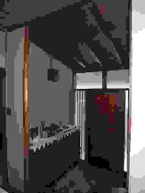 ビフォア ラスティックスタイルの 玄関&廊下&階段 の Unico design一級建築士事務所 ラスティック