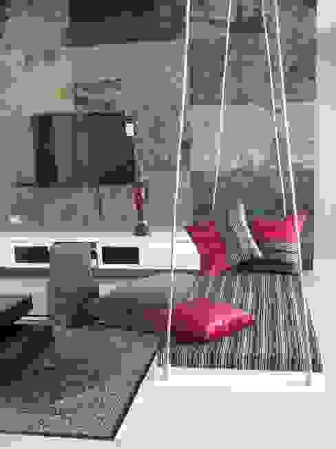Intriguing Ikats:  Living room by TUNI Interiors Pvt. Ltd.