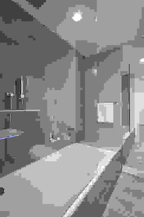 Minimalist style bathroom by Andrew Mikhael Architect Minimalist