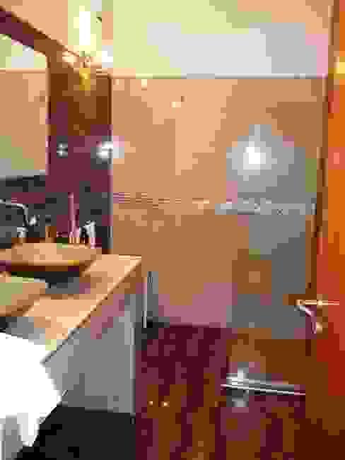 Banheiros coloniais por Liliana almada Propiedades Colonial