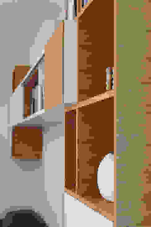 Dettaglio - Mobile libreria di gianluca valorz architetto Moderno Legno Effetto legno