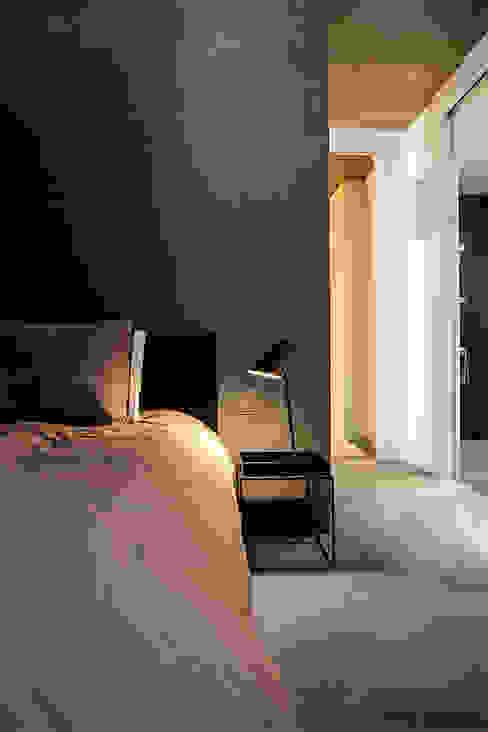 Dormitorios de estilo  por YAM Studios , Industrial