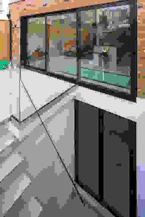 Heslop Road Modern windows & doors by IQ Glass UK Modern