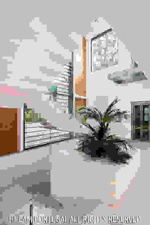 Monte Golf Corredores, halls e escadas modernos por Hi-cam Portugal Moderno