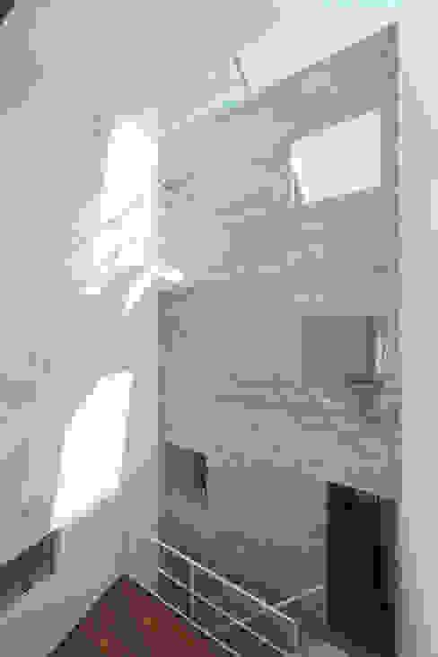 Modern walls & floors by こぢこぢ一級建築士事務所 Modern Reinforced concrete
