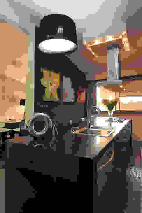 現代廚房設計點子、靈感&圖片 根據 Arq Renny Molina 現代風