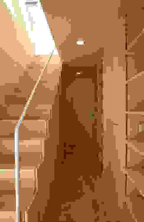 空と暮らす家 設計事務所アーキプレイス 北欧スタイルの 玄関&廊下&階段