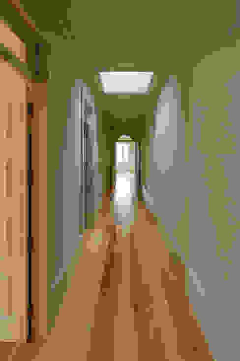 Ingresso, Corridoio & Scale in stile classico di ABPROJECTOS Classico