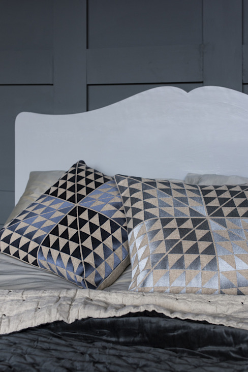 Geocentric Cushions: modern  by Niki Jones, Modern Flax/Linen Pink