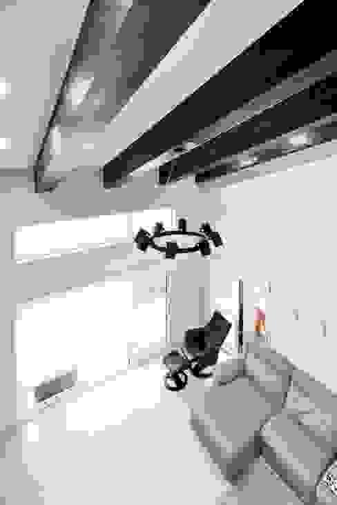Living room by 윤성하우징