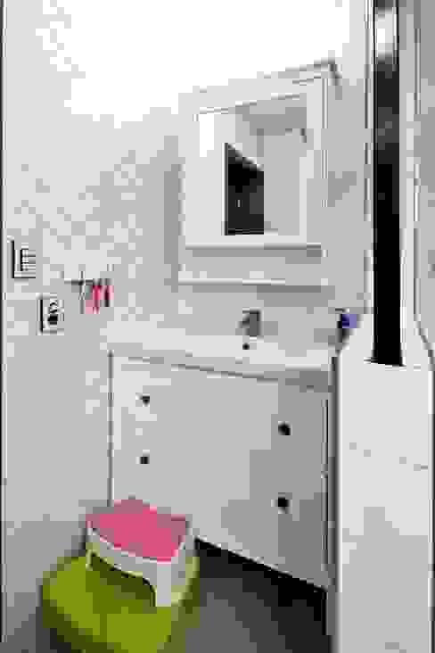 Bathroom by 윤성하우징