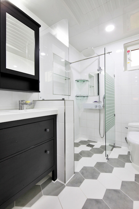 Modern Bathroom by 윤성하우징 Modern