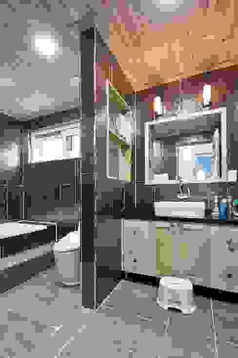 Industrial style bathroom by 윤성하우징 Industrial