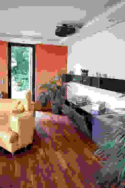 Modern living room by Klaus Geyer Elektrotechnik Modern