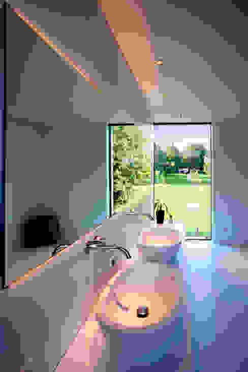 Moderne badkamers van Klaus Geyer Elektrotechnik Modern