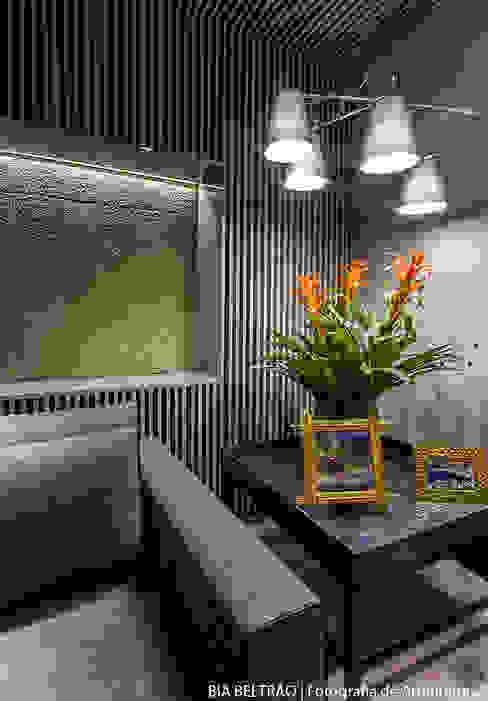 Modern living room by Carolina Mota - Arquitetura, Interiores e Iluminação Modern