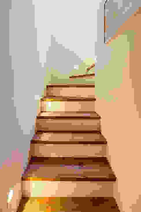 Eclectische gangen, hallen & trappenhuizen van Tria Arquitetura Eclectisch