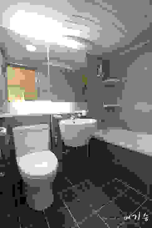 Salle de bains de style  par 더홈인테리어