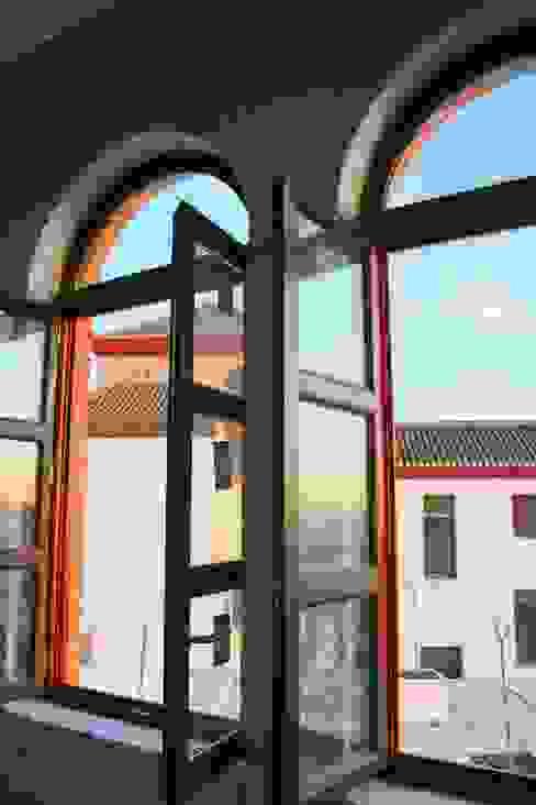 Ventana de medio punto homify Puertas y ventanasVentanas