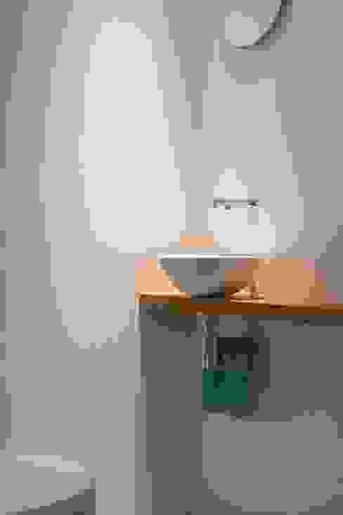 Modern bathroom by Architect2GO Modern Tiles