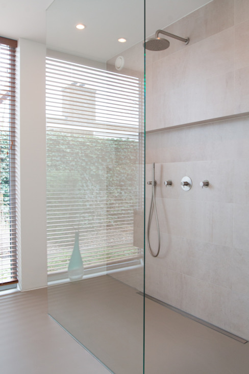 Modern bathroom by Architect2GO Modern Tiles