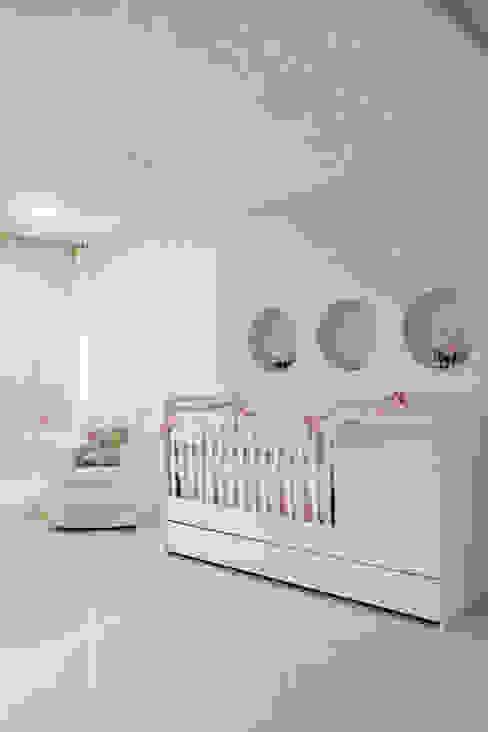 غرفة الاطفال تنفيذ Carolina Mota - Arquitetura, Interiores e Iluminação,