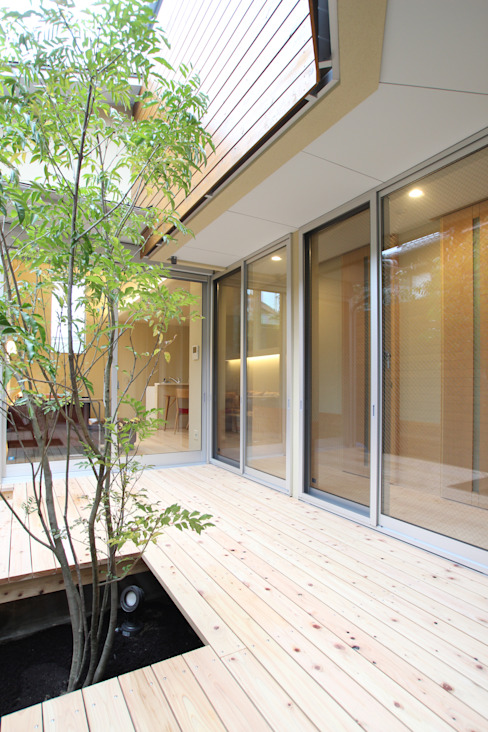 Vườn phong cách hiện đại bởi ATS造家設計事務所 Hiện đại Gỗ Wood effect