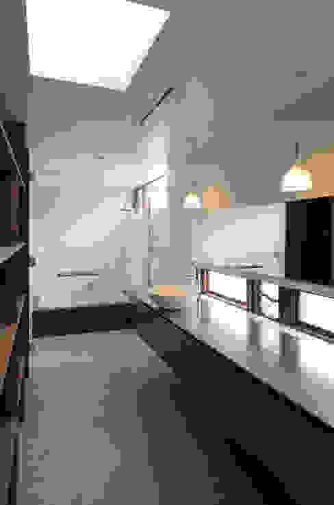 โดย バウムスタイルアーキテクト一級建築士事務所 โมเดิร์น