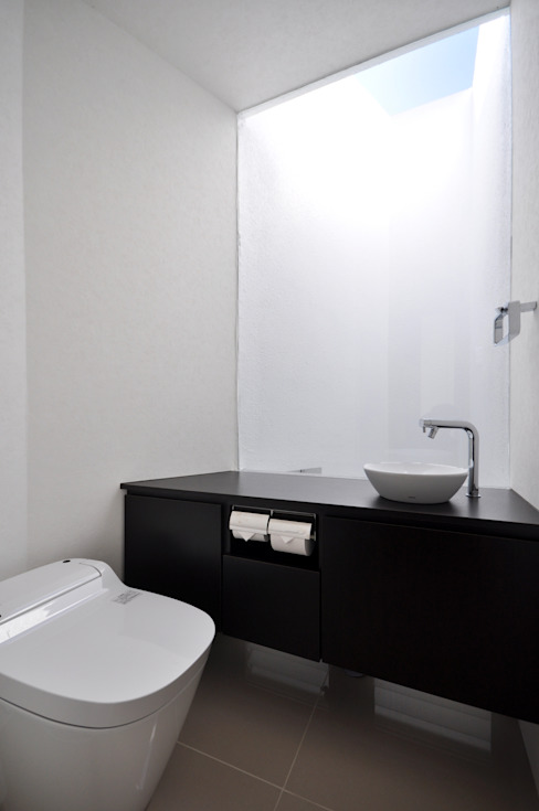 門一級建築士事務所 모던스타일 욕실 우드 + 플라스틱 검정
