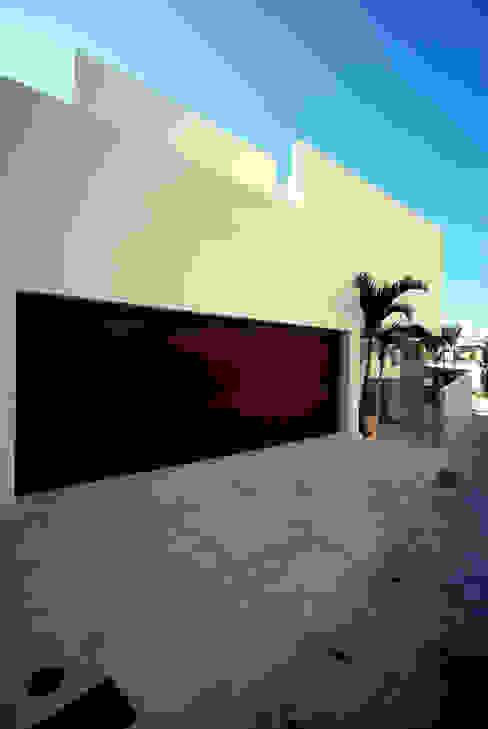 HKM-house モダンデザインの ガレージ・物置 の 門一級建築士事務所 モダン アルミニウム/亜鉛