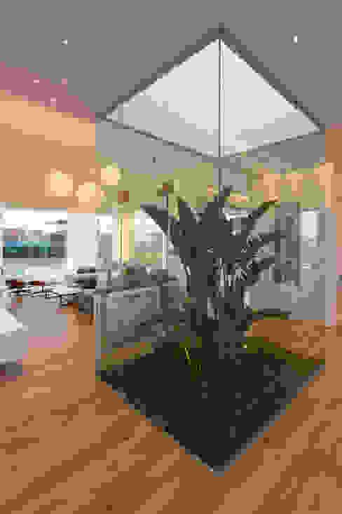 Salas / recibidores de estilo  por VISMARACORSI ARQUITECTOS, Minimalista