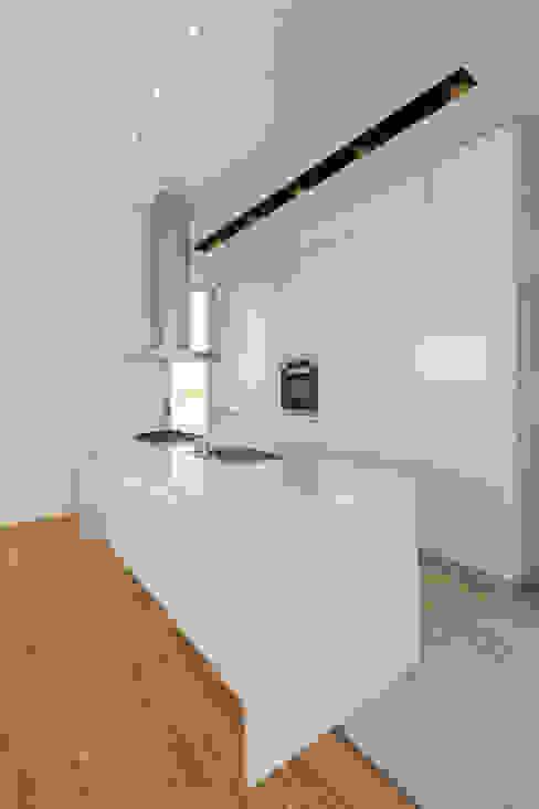 COCINA Cocinas de estilo minimalista de VISMARACORSI ARQUITECTOS Minimalista
