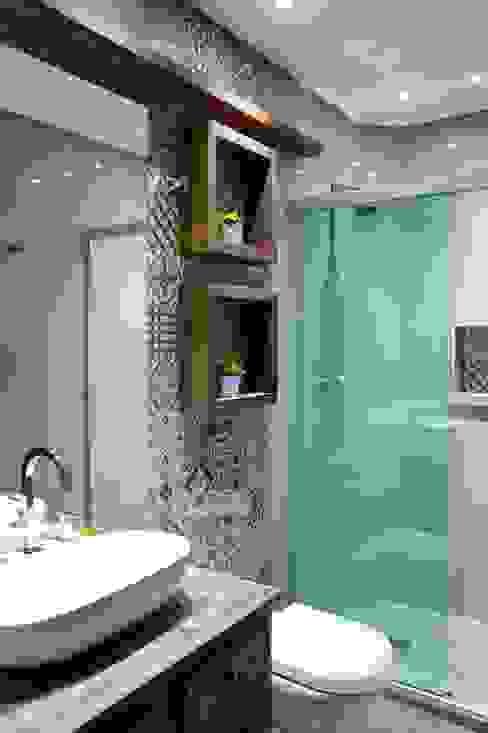 Rustic style bathroom by Camila Chalon Arquitetura Rustic
