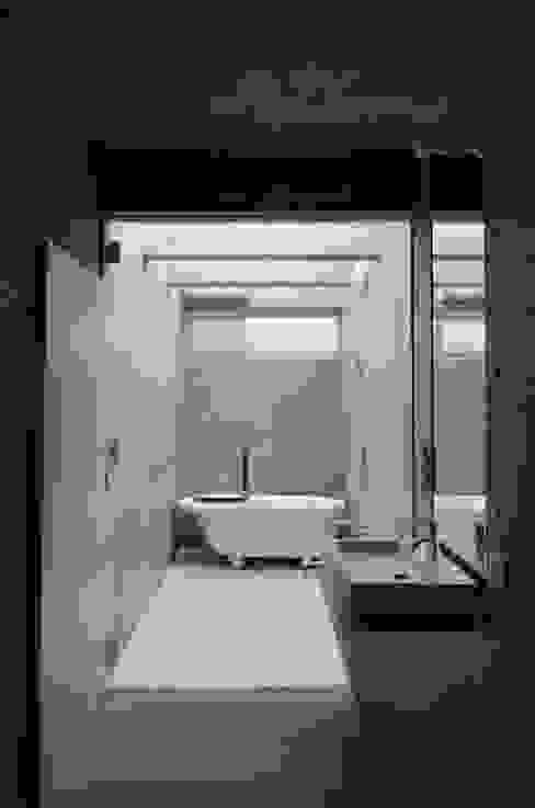 みなも ミニマルスタイルの お風呂・バスルーム の 風景のある家.LLC ミニマル コンクリート