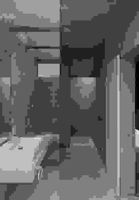 みなも モダンスタイルの お風呂 の 風景のある家.LLC モダン コンクリート