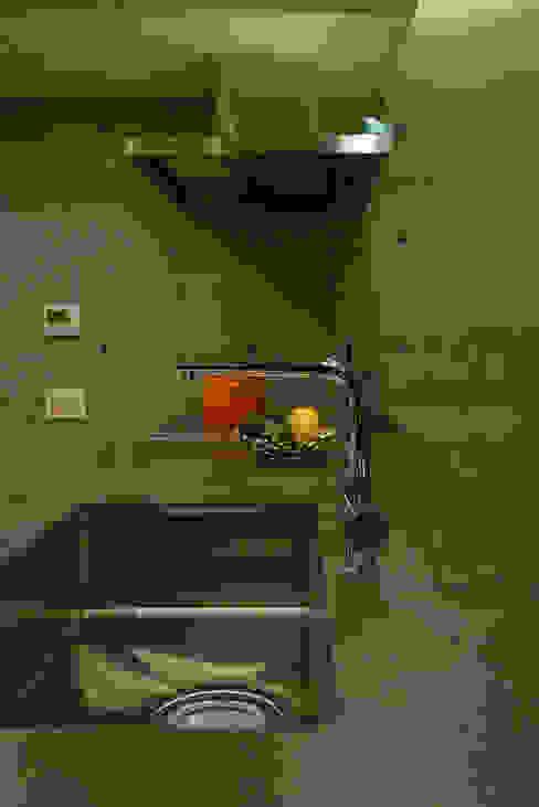 杏子とハナミズキ モダンな キッチン の 風景のある家.LLC モダン コンクリート
