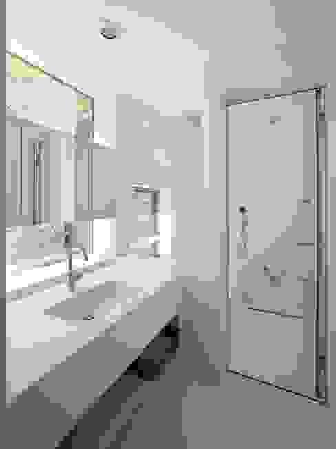 藤原・室 建築設計事務所의  욕실, 모던
