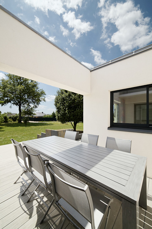 Modern terrace by O2 Concept Architecture Modern Wood-Plastic Composite