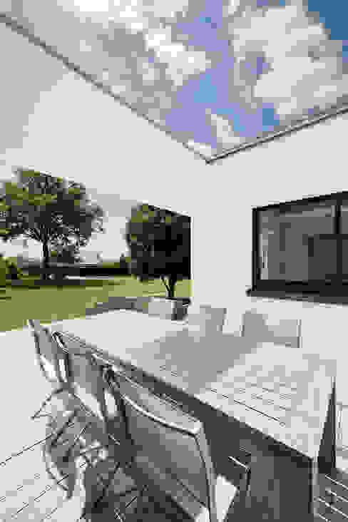 Балкон и терраса в стиле модерн от O2 Concept Architecture Модерн ДПК