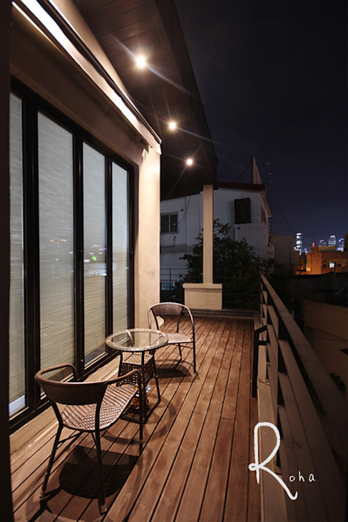 Minimalist balcony, veranda & terrace by 로하디자인 Minimalist